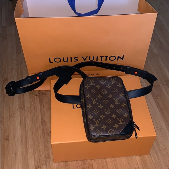 065ba0c067a4 Louis Vuitton Utility Side Bag